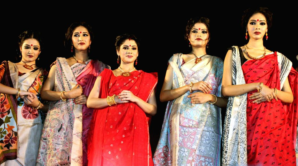 Actress Payel Sarkar during a jewellery fashion show to pay tribute to the traditional art of Nakshikantha at Kolkata on Feb. 2, 2015.