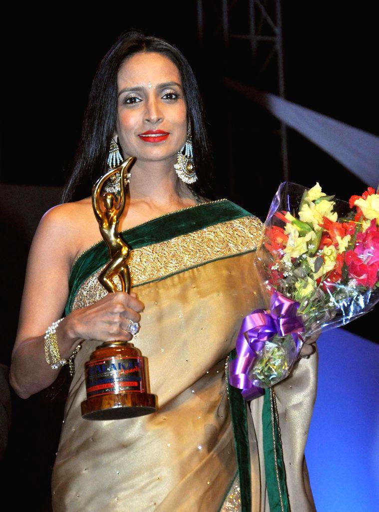 Actress Suchitra Pillai receives Best Negative Role Award during the 23rd Kalakar Awards in Kolkata on Jan 11, 2014. - Suchitra Pillai