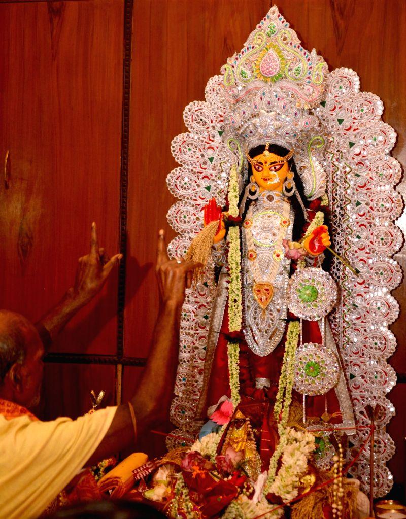 :Kolkata: An idol of Goddess Laxmi at the residence of Trinamool Congress MP Sudip Bandyopadhyay during Laxmi Puja in Kolkata on Oct 24, 2018. (Photo: IANS).