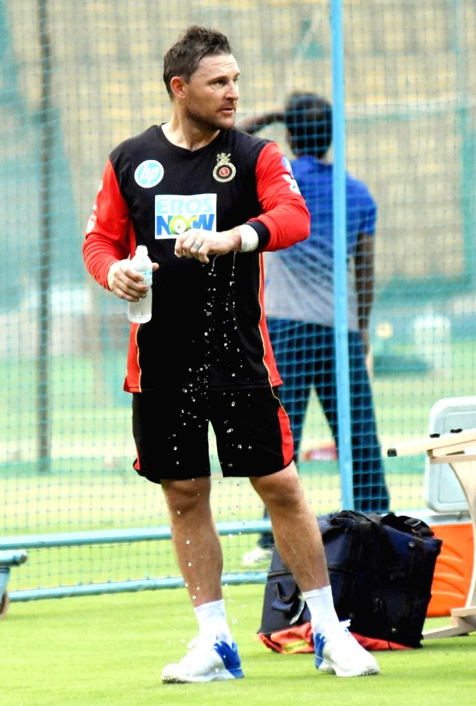 Kolkata, April 17 (IANS) Former New Zealand captain and Kolkata Knight Riders head coach Brendan McCullum on Friday said he agrees with batting legend Sachin Tendulkar that the menace of COVID-19 and lockdown period needs to be tackled session by ses - Sachin Tendulkar