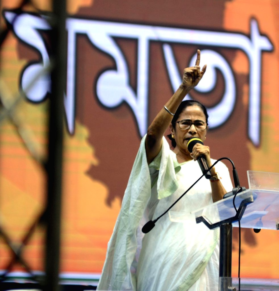 Kolkata, April 25 (IANS) West Bengal's ruling Trinamool Congress on Saturday launched a blitz attack on the visiting Inter-Ministerial Central Teams (IMCTs), as two ministers and two MPs accused the delegations of spreading political virus by speakin