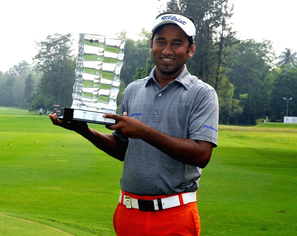 Kolkata: Bangladeshi golfer Zamal Hossain Mollah poses with his trophy after winning Bengal Open Golf Championship 2019 at Tollygunge Club in Kolkata on March 15, 2019. (Photo: IANS)