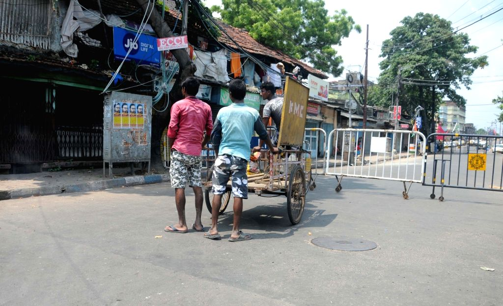Kolkata : Barricades placed at a Kolkata road that remains closed for traffic during the biweekly COVID-19 lockdown, on Aug 31, 2020.