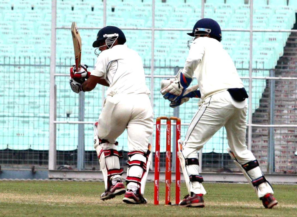 Bengal batsman Arindam Das in action during a Ranji Trophy match against Mumbai in Kolkata, on Dec 30, 2014. - Arindam Das
