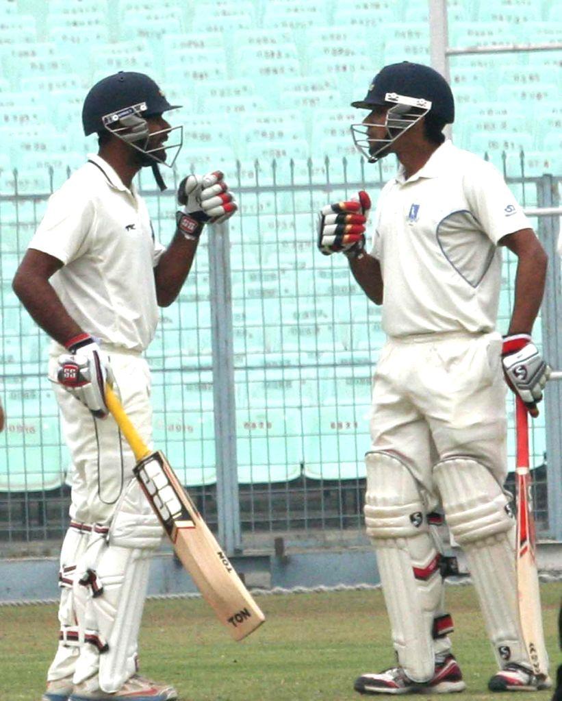 Bengal batsmen Rohan Banerjee and Arindam Das during a Ranji Trophy match against Mumbai in Kolkata, on Dec 30, 2014. - Rohan Banerjee