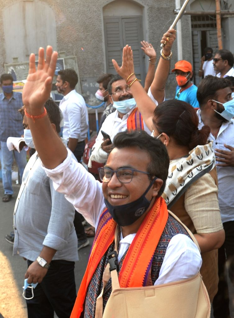 Kolkata : BJP candidate for Bhawanipore constituency, actor Rudranil Ghosh campaigned during the State Assembly election in Kolkata on April 12, 2021. - Rudranil Ghosh