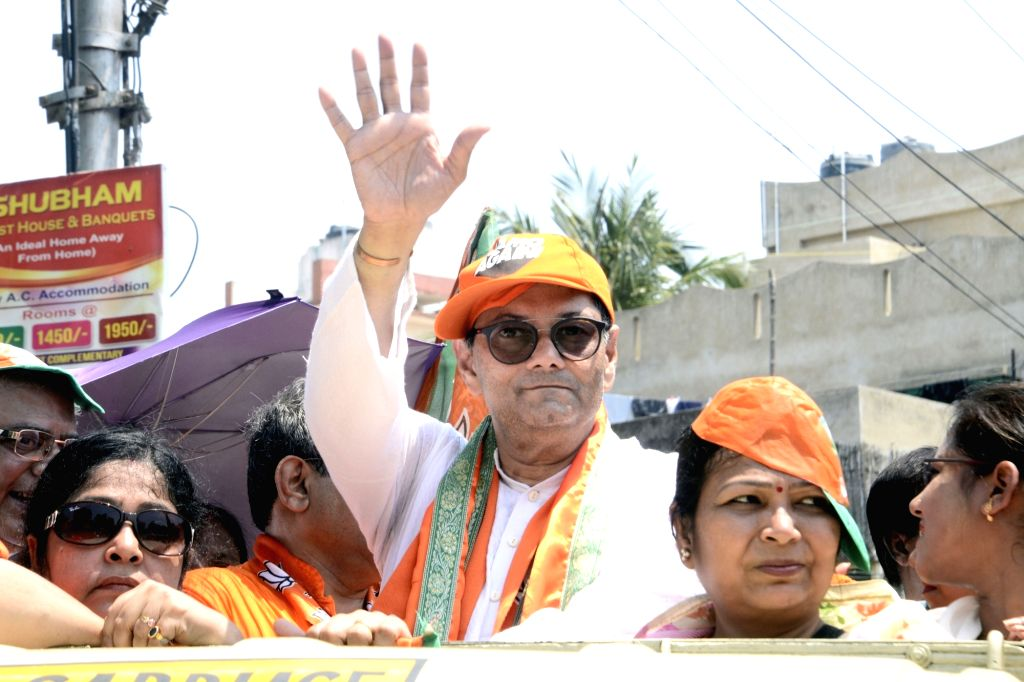 Kolkata: BJP candidate from South Kolkata Lok Sabha constituency and Netaji Subhas Chandra Bose's grand-nephew Chandra Kumar Bose during an election campaign ahead of the 2019 Lok Sabha polls, in Kolkata on April 21, 2019. (Photo: IANS) - Chandra Kumar Bose