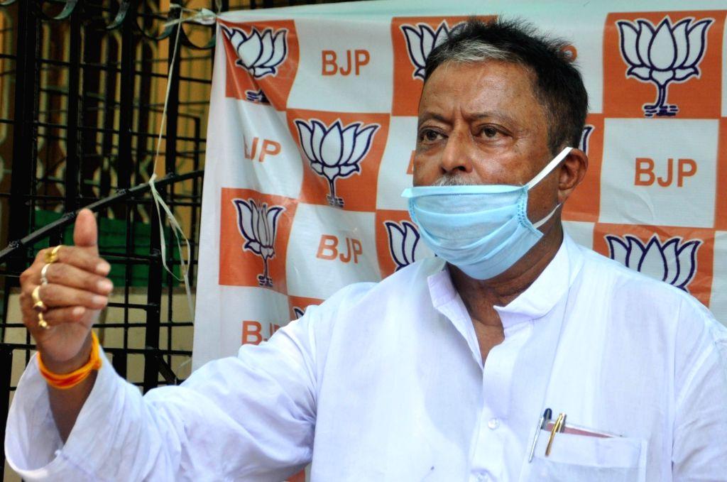 Kolkata: BJP leader Mukul Roy addresses a press meet in Kolkata on May 14, 2020. (Photo: Kuntal Chakrabarty/IANS) - Mukul Roy