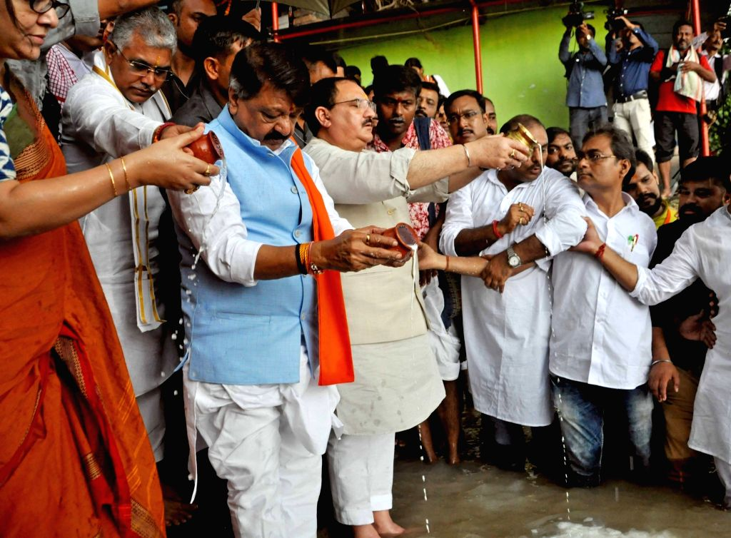 Kolkata: BJP leaders J.P. Nadda, Dilip Ghosh and Kailash Vijayvargiya perform rituals as he offers 'Tarpan' to the souls of deceased party workers who had lost their lives in the political violence that had erupted in West Bengal; in Kolkata on Sep 2 - Dilip Ghosh