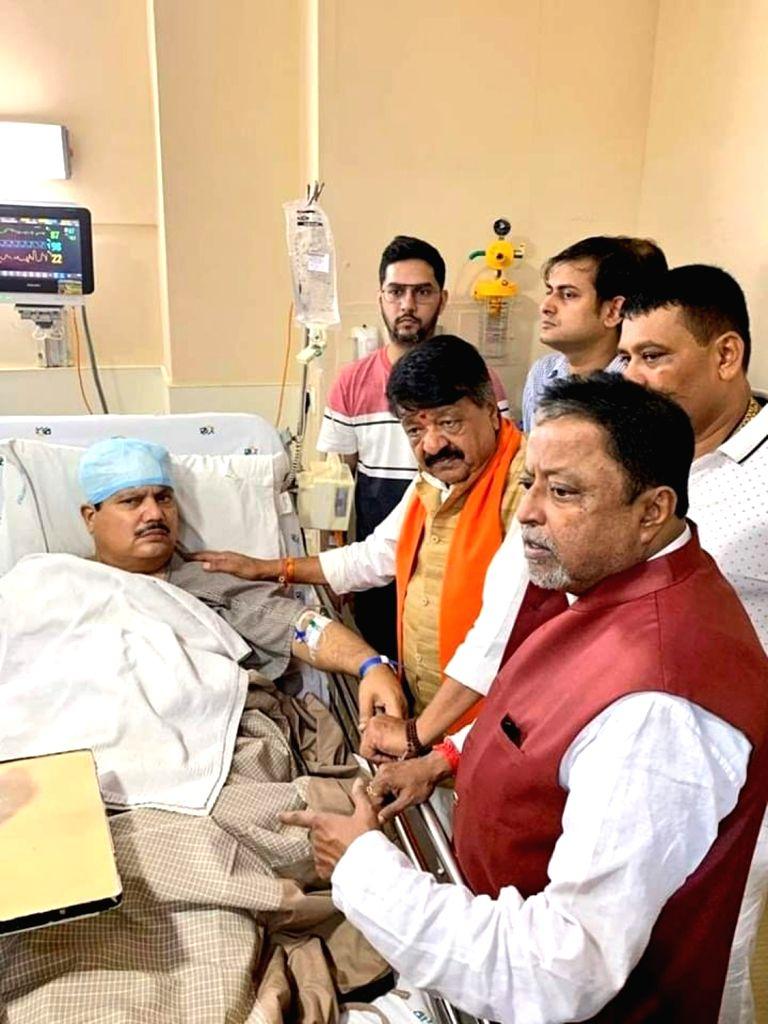 Kolkata: BJP leaders Mukul Roy and Kailash Vijayvargiya meet party MP Arjun Singh at Apollo Hospital, after he got injured during a clash with TMC workers, in Kolkata on Sep 2, 2019. (Photo: IANS) - Mukul Roy and Arjun Singh