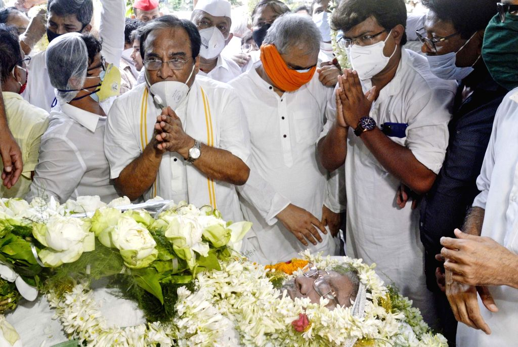 Kolkata :BJP leaders pay tributes to the late West Bengal Pradesh Congress Committee (WBPCC) president Somen Mitra who passed away today, at Bidhan Bhaban in Kolkata on July 30, 2020.