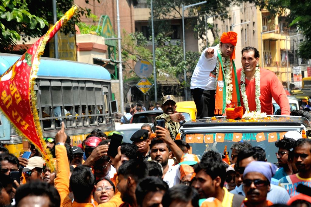 Kolkata: BJP's Lok Sabha candidate from Jadavpur, Anupam Hazra accompanied by WWE wrestler the Great Khali, during an election campaign for the forthcoming Lok Sabha polls, in Kolkata, on April 26, 2019. (Photo:  Kuntal Chakrabarty/IANS)