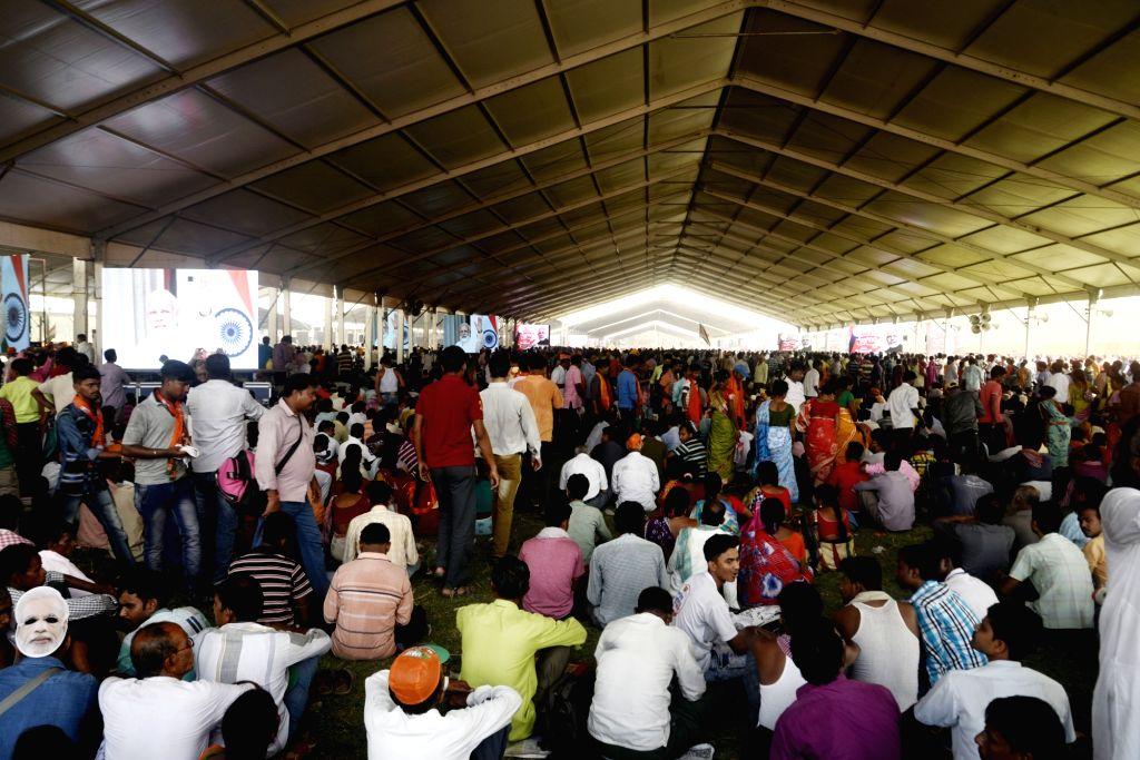 Kolkata: BJP supporters gather at Brigade Parade Ground for Prime Minister and party leader Narendra Modi's public rally, in Kolkata on April 3, 2019. (Photo: IANS) - Narendra Modi