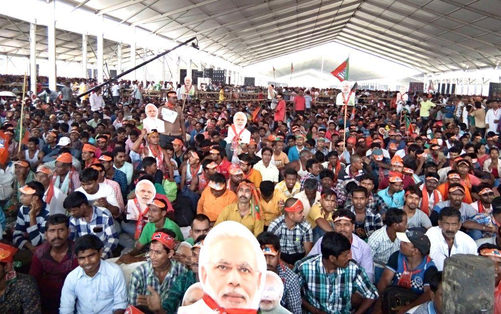 Kolkata:  BJP workers at Brigade Ground ahead of Prime Minister and party leader Narendra Modi's election rally  in Kolkata, on April 3, 2019. (Photo: Kuntal Chakrabarty/IANS) - Narendra Modi