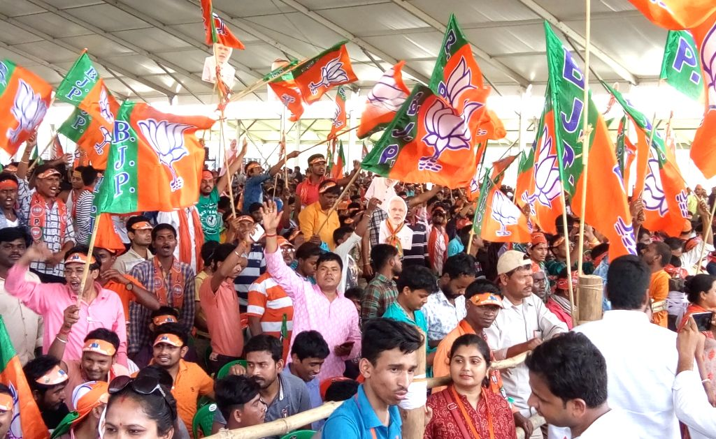 Kolkata:  BJP workers wait to welcome Prime Minister and party leader Narendra Modi ahead of his election rally in Kolkata, on April 3, 2019. (Photo: Kuntal Chakrabarty/IANS) - Narendra Modi