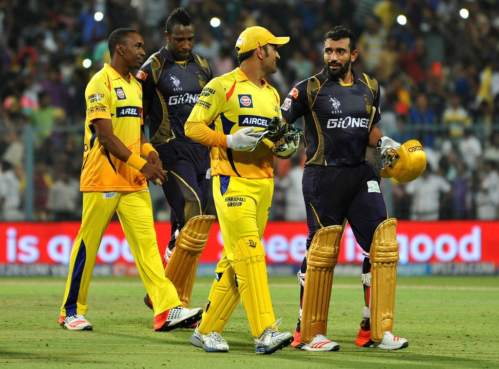 Chennai Super Kings players Dwayne Bravo and MS Dhoni with Kolkata Knight Riders players  Robin Uthappa and Andre Russell after an IPL-2015 match between Chennai Super Kings and Kolkata ... - MS Dhoni