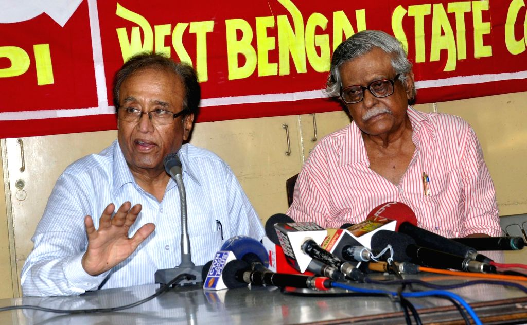 Communist Party of India (CPI) General Secretary S Sudhakar Reddy with CPI leader Gurudas Dasgupta during a press conference in Kolkata, on May 3, 2015.