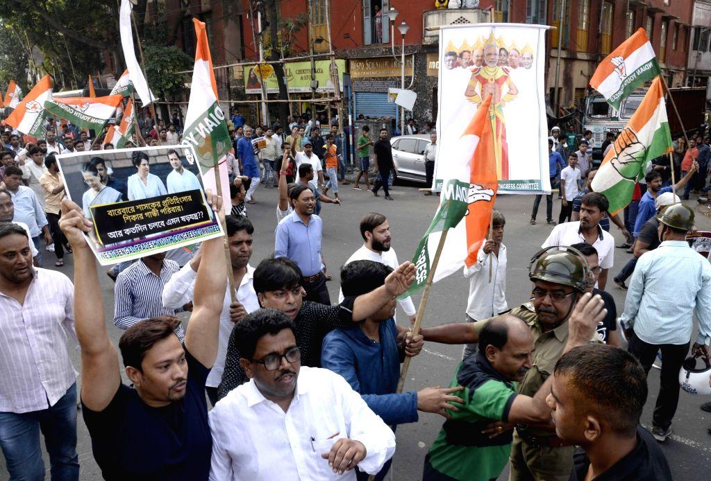 Kolkata: Congress workers stage a demonstration against the BJP in Kolkata on Nov 16, 2019. (Photo: Kuntal Chakrabarty/IANS)