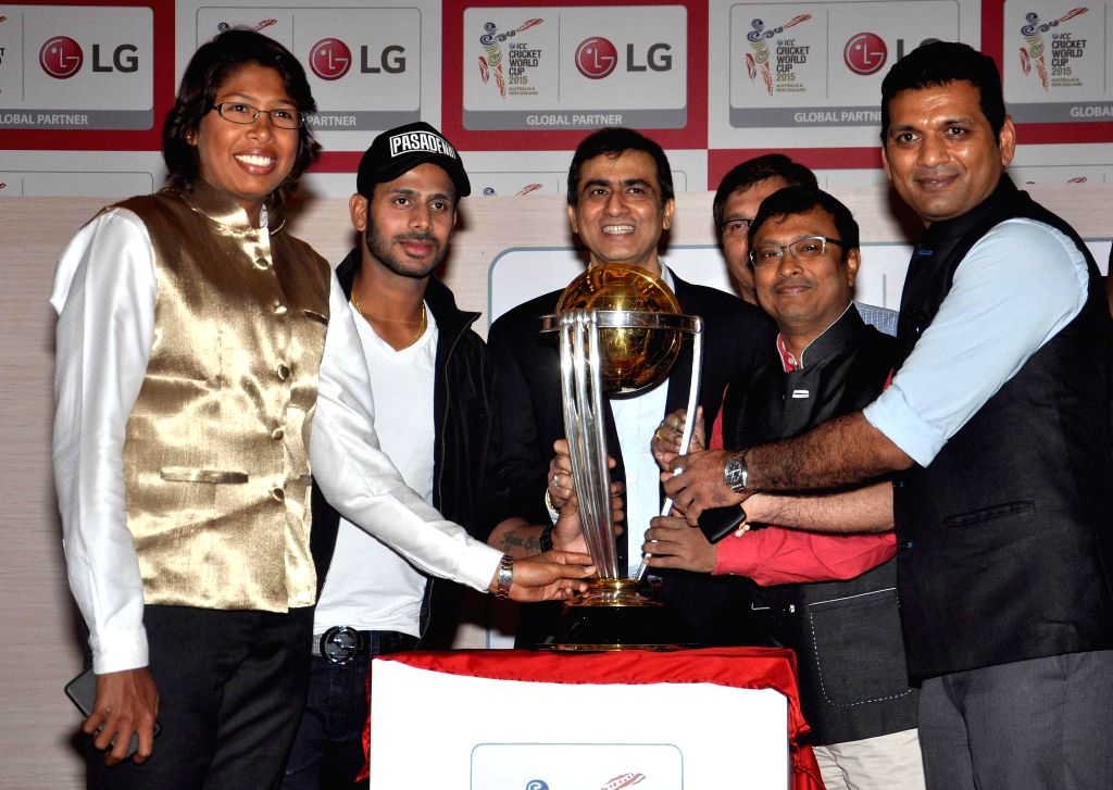 Cricketers Manoj Kumar Tiwary, Jhulan Goswami, Devang Gandhi, Chess grandmaster Dibyendu Barua and others with ICC Cricket World Cup trophy during a programme in Kolkata, on Jan 2, 2015. - Manoj Kumar Tiwary, Jhulan Goswami and Devang Gandhi