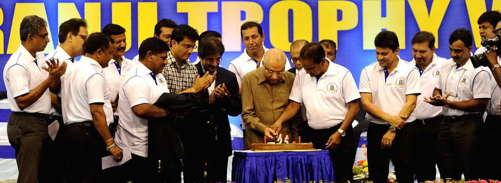 Former Indian cricketer Sourav Ganguly, BCCI president Jagmohan Dalmia with former Bengal cricketer's who won the Ranji trophy 25 years ago during a CAB programme in Kolkata, on April 1, ... - Sourav Ganguly