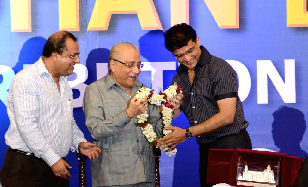 Former Indian cricketer Sourav Ganguly felicitates BCCI president Jagmohan Dalmia during a CAB programme in Kolkata on April 2, 2015. - Sourav Ganguly