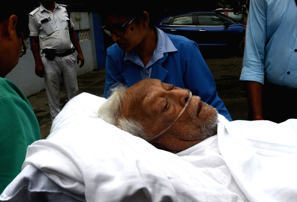 Kolkata: Former West Bengal Chief Minister Buddhadeb Bhattacharya being taken home after being discharged from a private hospital in Kolkata on Sep 9, 2019. (Photo: IANS) - Buddhadeb Bhattacharya