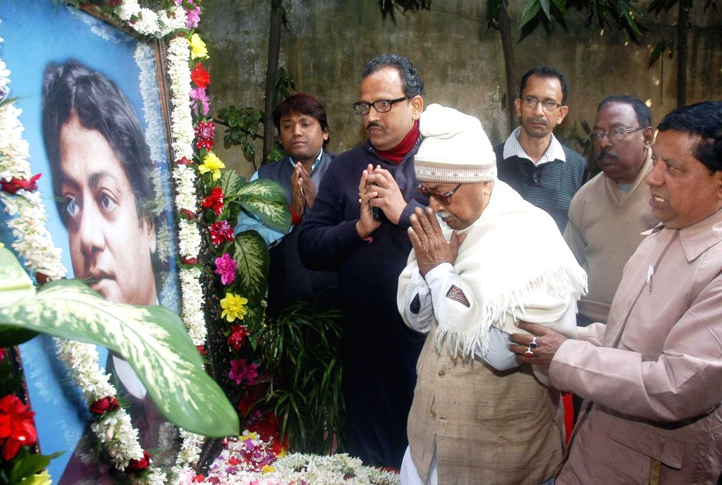 Forward Bloc leader Ashok Ghosh pays tribute to Swami Vivekanand on his birth anniversary in Kolkata, on Jan 12, 2015. - Ashok Ghosh