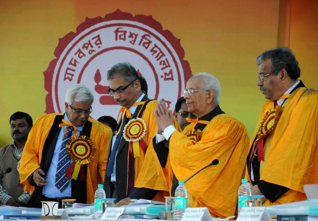 Governor K N Tripathi during the 59th Annual Convocation of Jadavpur University in Kolkata on Dec 24, 2014. - K N Tripathi