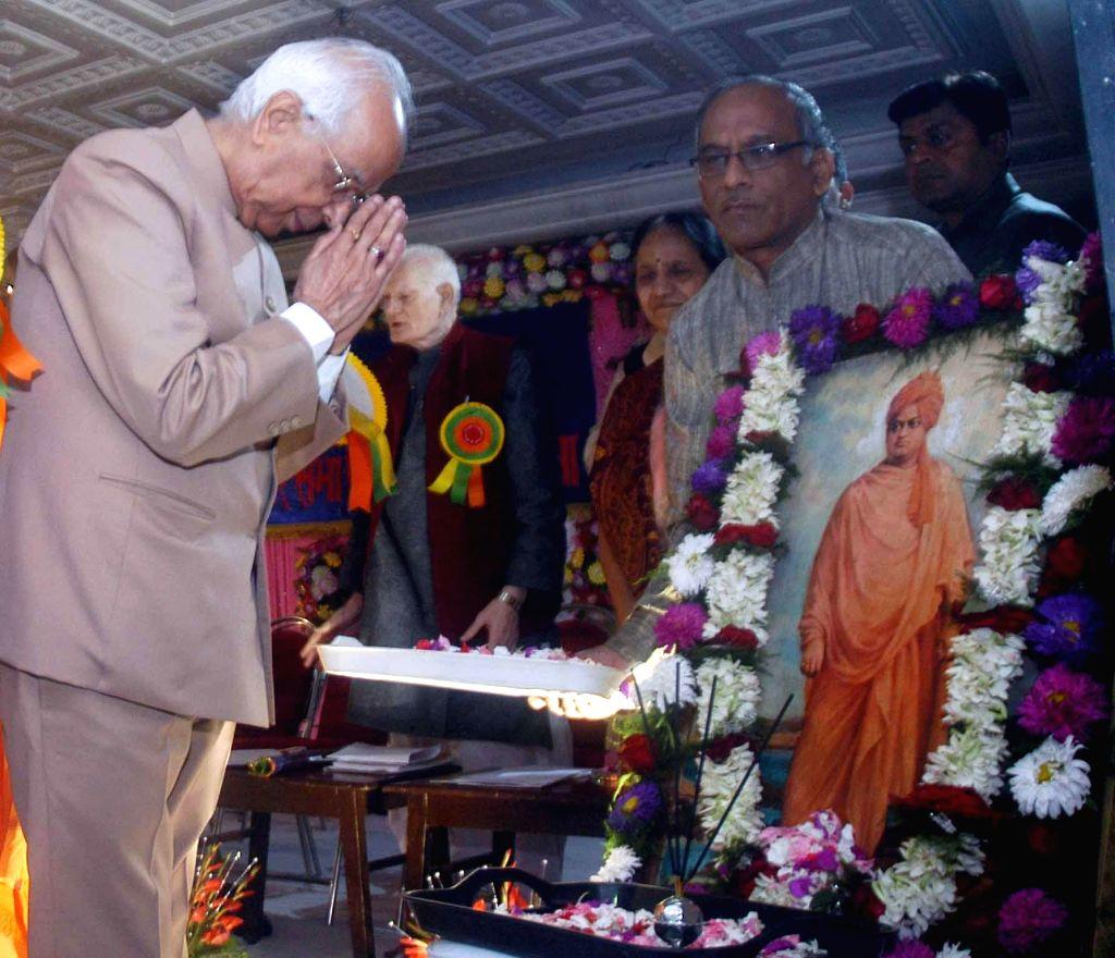 Governor of West Bengal K N Tripathi paying tribute to Swami Vevekananda in Kolkata on Feb 1, 2015..