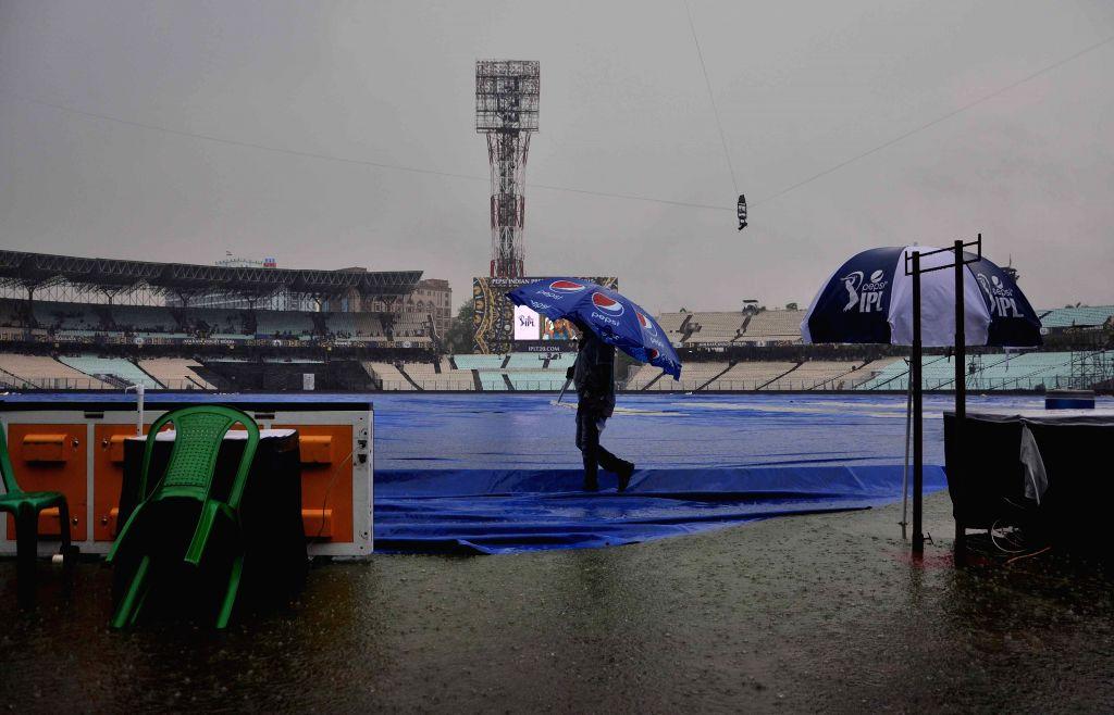 Heavy rains disrupt an IPL-2015 match between Kolkata Knight Riders (KKR) and Rajasthan Royals (RR) in Kolkata on April 26, 2015.