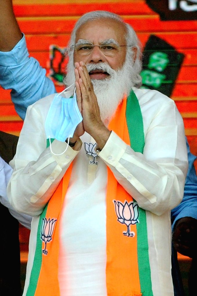Kolkata: Indian Prime minister Narendra Modi at Brigade Parade Ground during BJP public meeting ahead of State Assembly election in Kolkata on March 7, 2021   (Photo: IANS/Kuntal Chakrabarty) - Narendra Modi
