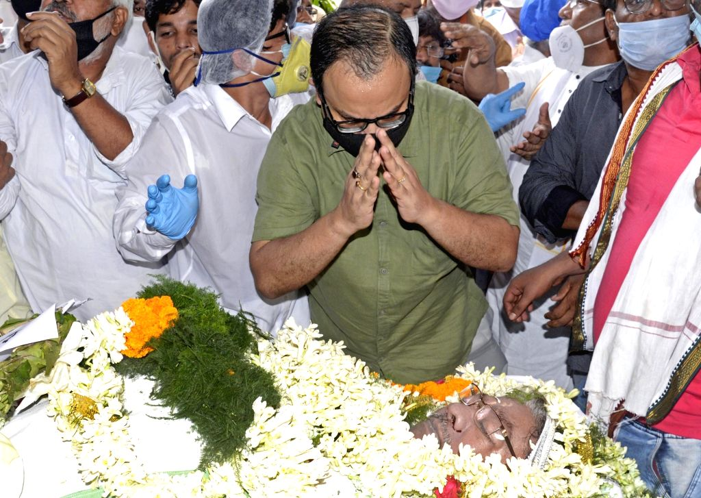 Kolkata :Journalist and political leader Kunal Ghosh pays tributes to the late West Bengal Pradesh Congress Committee (WBPCC) president Somen Mitra who passed away today, at Bidhan Bhaban in Kolkata ... - Kunal Ghosh