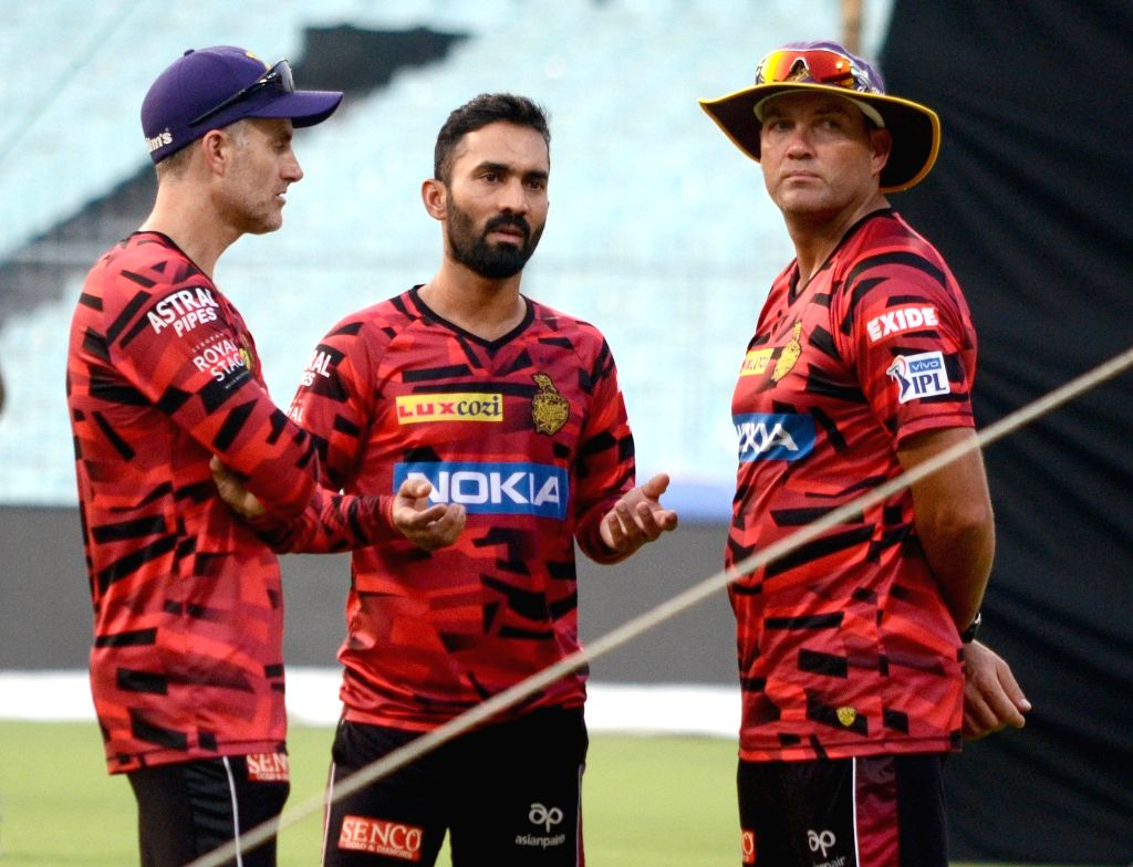 Kolkata Knight Riders' head coach Jacques Kallis and assistant coach Simon Katich with the team's captain Dinesh Karthik during a practice session in Kolkata, on April 16, 2019. - Dinesh Karthik
