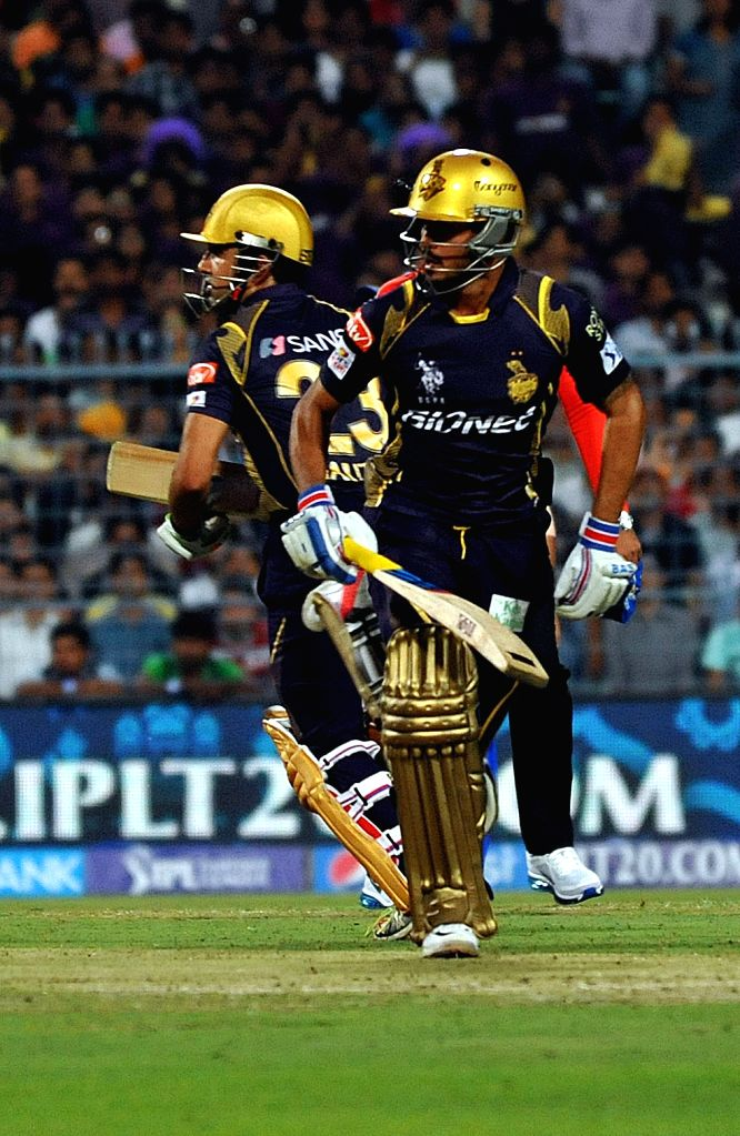 Kolkata Knight Riders Gautam Gambhir and Manish Pandey in action during an IPL-2015 match between Kolkata Knight Riders and Mumbai Indians in Kolkata, on April 8, 2015. - Manish Pandey