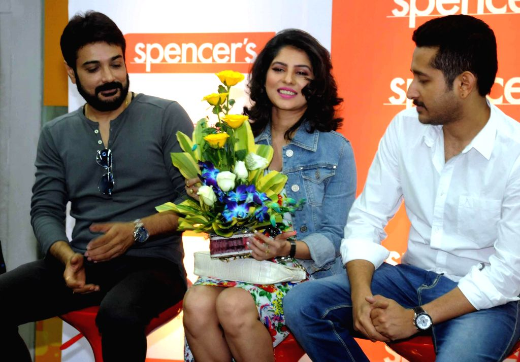 (L to R) Actors Prosenjit Chatterjee, Payel Sarkar and Parambrata Chatterjee during the launch of a retail mobile app in Kolkata on Dec 9, 2014.