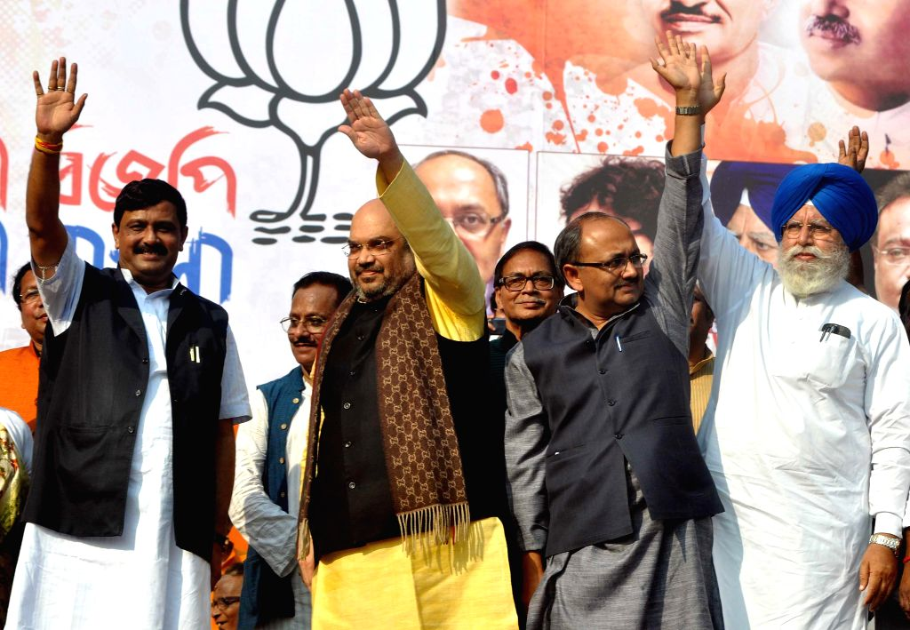 (L to R) West Bengal BJP  chief Rahul Sinha, BJP chief Amit Shah BJP leader Siddharth Nath Singh and BJP MP from Darjeeling S.S Ahluwalia during a party rally in Kolkata, on Nov 30, 2014. - Rahul Sinha, Amit Shah B and Siddharth Nath Singh