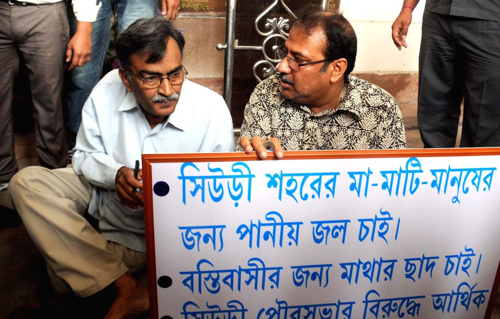 Leader of Opposition in West Bengal Legislative Assembly and CPI (M) leader Suryakanta Misra with Trinamool Congress MLA from Suri, Swapan Kanti Ghosh who is staging a demonstration at the ... - Swapan Kanti Ghosh