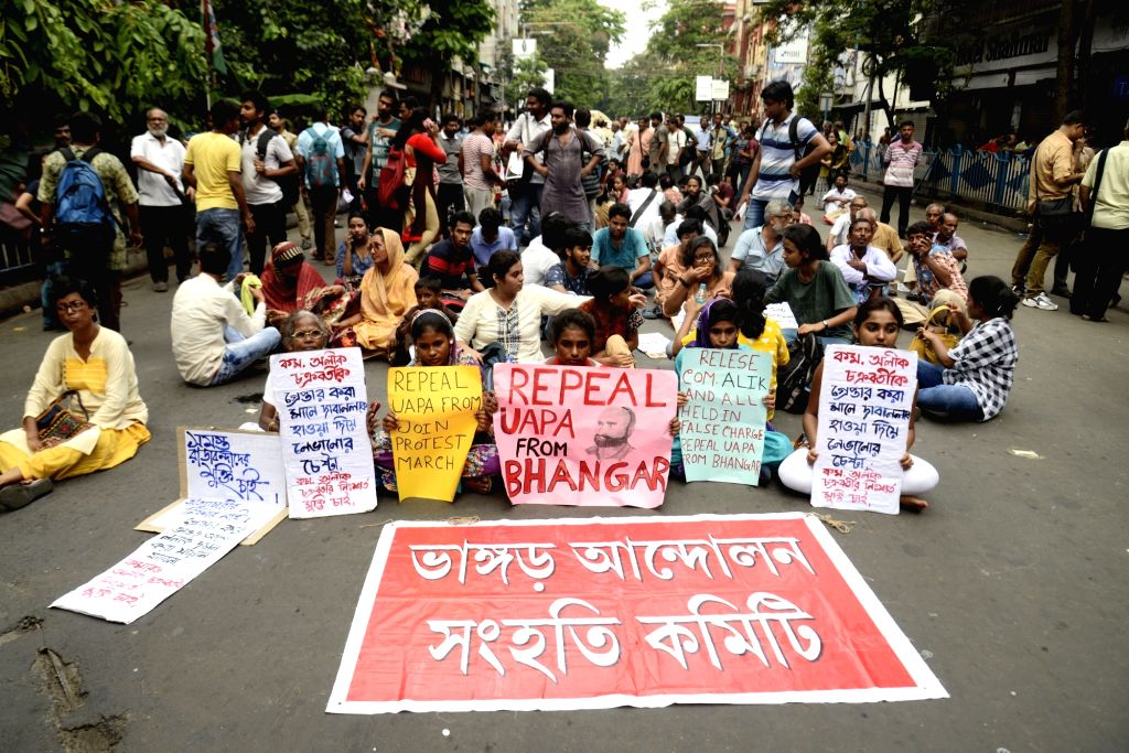 : Kolkata: Left activists and members of the anti-power grid movement committee in West Bengal's Bhangar participated in a rally organised to protest against the arrest of CPI-ML Red Star ...