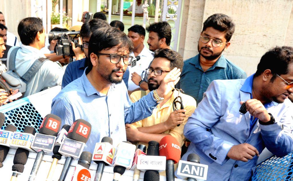 Kolkata: Members of Joint Platform of Doctors, West Bengal, talk to media persons after meeting the state's Governor Kesari Nath Tripathi at Raj Bhawan, in Kolkata on June 13, 2019. (Photo: IANS) - Kesari Nath Tripathi
