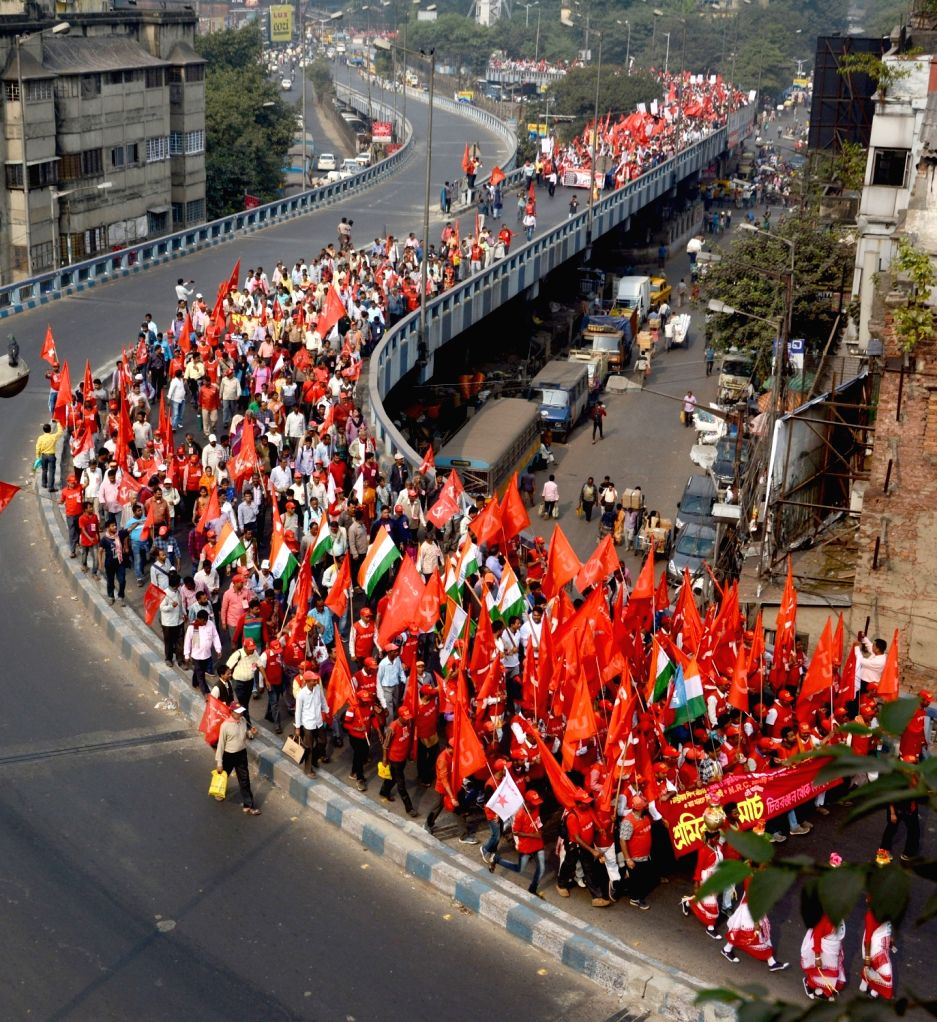 Kolkata: Members of Leftist trade unions cross through the Howrah bridge as they participate in a protest rally opposing National Register of Citizens (NRC), in Kolkata on Dec 11, 2019. (Photo: IANS)