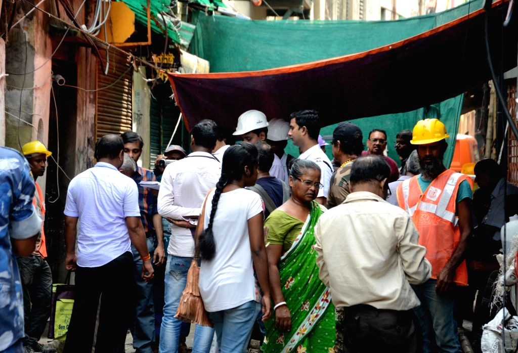 Kolkata Metro Railway officers and workers during the inspection of houses damaged in the underground tunnelling work for the East-West Metro Project at Bowbazar area in Kolkata, on Sep 13, ...