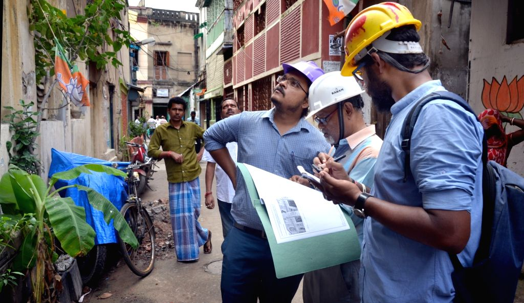 Kolkata Metro Railway officers during the inspection of houses damaged in the underground tunnelling work for the East-West Metro Project at Bowbazar area in Kolkata, on Sep 13, 2019.