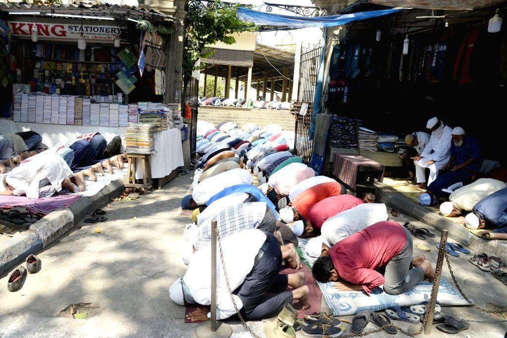 Kolkata: Muslims offer Friday prayers amid COVID-19 (coronavirus) scare, in Kolkata on March 20, 2020. (Photo: Kuntal Chakrabarty/IANS)