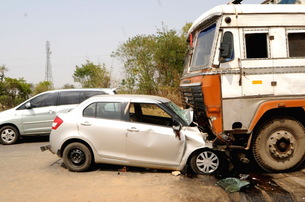 One killed in a collision between a truck and car on Ranchi-Kolkata Highway on April 6, 2015.