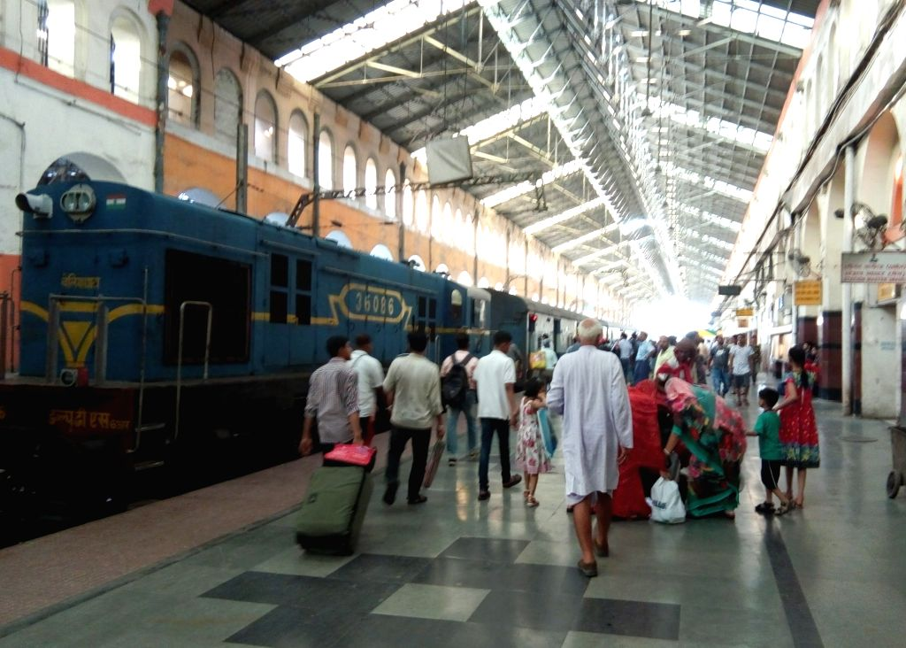Kolkata: Passengers at the Sealdah railway station in Kolkata, on May 27, 2019. (Photo: Kuntal Chakrabarty/IANS)