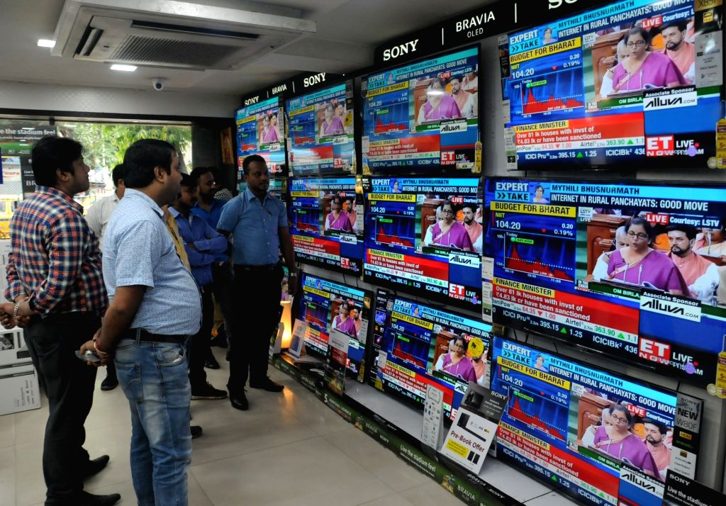 Kolkata: People busy watching the telecast of the presentation of Union Budget 2019 by Union Finance Minister Nirmala Sitharaman in the Lok Sabha; at an electronics showroom in Kolkata on July 5, 2019. (Photo: Kuntal Chakrabarty/IANS) - Nirmala Sitharaman