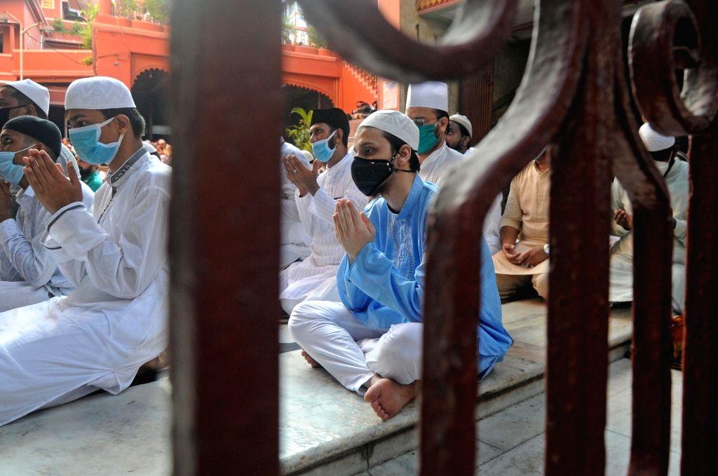 Kolkata : People offer Eid-Ul-Zuha namaz at Nakhoda Masjid in Kolkata on Aug 1, 2020.