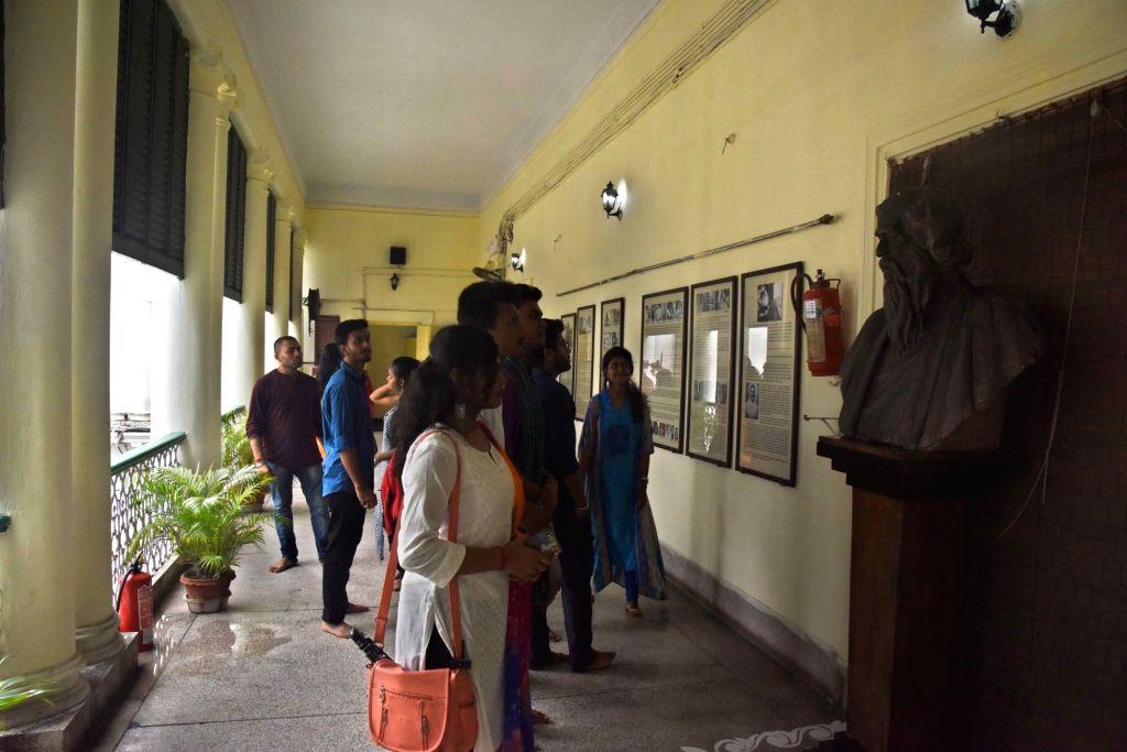 Kolkata: Rabindra Bharati students observe death anniversary of Rabindranath Tagore at Jorasanko Thakurbari in Kolkata on Aug 8, 2019. (Photo: IANS)