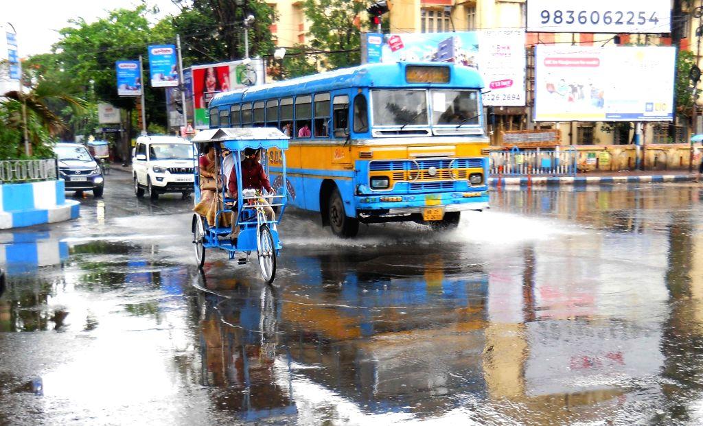 Kolkata: Rains lash Kolkata, on May 3, 2019. (Photo: IANS)