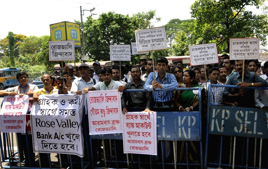 Rose Valley employees stage a demonstration to press for the release of Rose Valley chairman Goutam Kundu in Kolkata, on May 5, 2015.